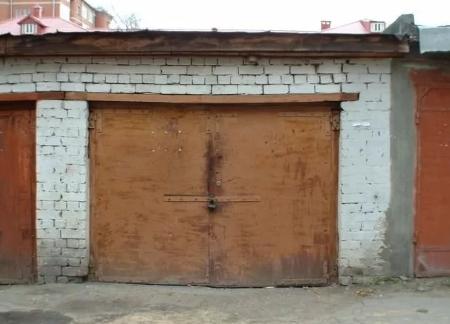 В Любытинском районе расследуют дело гаражных воров