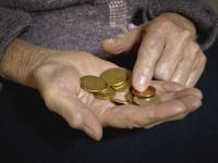 Доверчивые новгородские пенсионерки должны по кредитам 700 млн рублей