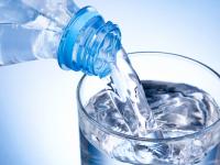 Эксперты Роскачества развеяли мифы о питьевой воде в бутылках