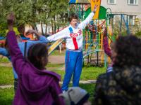 Фото: олимпийская чемпионка провела зарядку для жителей дома на улице Державина