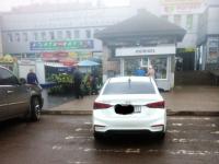 Фотофакт: «гондольер» припарковал машину на пешеходном переходе в Великом Новгороде