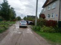 Фотофакт: в Новгородском районе автомобиль пытался форсировать канаву и протаранить забор
