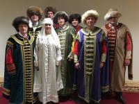 Новгородская команда руководителей провела фотосессию в средневековых нарядах перед защитой в РАНХиГСе