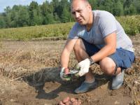 Новгородский фермер рассказал о том, что выращивает на секретном экспериментальном поле среди лесов