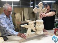 Резные иконы с помощью 3D-технологий создают на боровичской мебельной фабрике под руководством Андрея Никитина