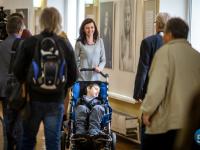 Улыбка на миллион: на открытии выставки Марка Назарова мамы больных деток расцвели