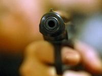 В Валдае неизвестный расстрелял 21-летнего парня из автомобиля
