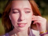 Видео: девушка из ансамбля «Кудесы» приглашает молодёжь со всего мира в Великий Новгород