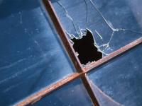 Во время урагана в Поддорье мать успела своим телом закрыть дочь от выбитой оконной рамы
