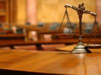Водитель микроавтобуса с изношенными шинами предстанет перед судом по обвинению в смертельном ДТП