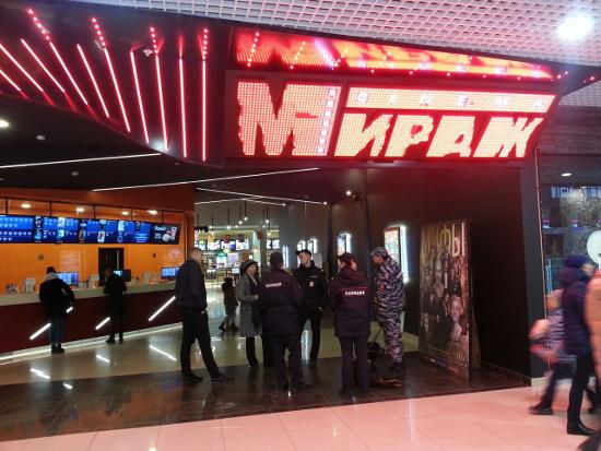 Трансляция рейда сотрудников МЧС и прокуратуры в новгородском кинотеатре «Мираж»