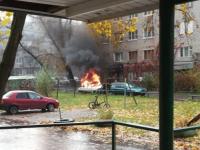 Автомобиль, который горел на улице Ломоносова в ливень, спалили дети?