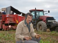 Боровичский фермер Иван Гелетей подсчитывает убытки от дождливого лета