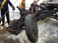 Cо дна Ладожского озера подняли полуторку с блокадным воздухом в шинах