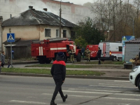 Фото: пожар в доме на перекрестке улиц Зеленой и Большой Московской
