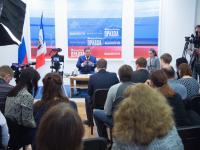 Фото с первой пресс-конференции нового губернатора Новгородской области