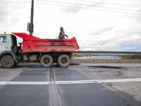 Фото: яма на новгородском Колмовском мосту заделана. В который раз