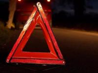 На трассе М-10 в Новгородской области двое водителей врезались в световую опору