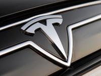 В Великом Новгороде впервые разбили автомобиль Tesla