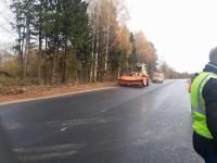 Общественники и журналисты проверили, как идет ремонт дорог на востоке Новгородской области