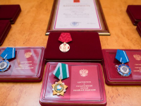 Полномочный представитель президента вручил награды новгородским аграриям и героям питерского метро