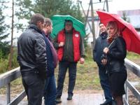 В Любытинском районе всем миром построили подвесной мост