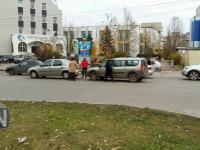 В Новгороде «Рено» подставил себя «Ладе», чтобы не сбить пешехода