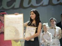 Видео: новгородка Ани Галстян спела на «Салюте Талантов» Je suis malade и победила