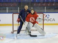 Видео: новгородский спортсмен тренируется на сборах с Владиславом Третьяком