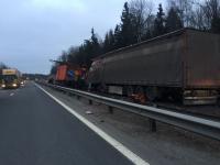 Фото: водитель грузовика погиб в ДТП под Великим Новгородом