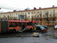 Фотофакт: автобус попал в ДТП в центре Великого Новгорода