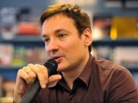 Новгородцы первыми услышат фрагменты новой книги Павла Санаева из уст самого автора