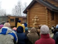 Новый крест сельского храма в Маловишерском районе освятил протоиерей, преподающий в вузе физиологию