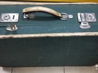 Сегодня на новгородском Avito можно прикупить винтажный чемодан и бесплатно получить спичечный коробок