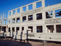 Школу в Псковском микрорайоне строят круглосуточно шесть дней в неделю