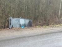 Со вчерашнего дня жители Маловишерского района гадают, как автомобиль оказался в канаве