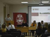 Гости Президентской Академии познакомились с Новгородским филиалом и сыграли в «Дебаты»