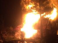 В деревне под Великим Новгородом огонь уничтожил дом с верандой