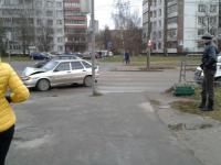 В Великом Новгороде из-за столкновения «Форда» и ВАЗа пострадала женщина