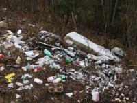 Жители поселка Крестцы обеспокоены тем, что могут встретить весну с грудой мусора