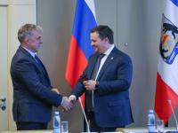 Андрей Никитин и Александр Морзунов вручили друг другу удостоверения