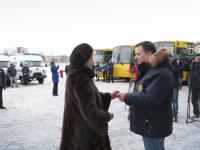 Больницы и школы Новгородской области получили новый транспорт