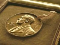 День за днем: 10 декабря. Вручение Нобелевской премии и новгородский стендап