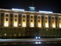 Фасад новгородского Дома Советов стал площадкой для социальной рекламы