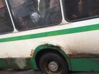 Фото: в Великом Новгороде автобус с пассажирами провалился в дыру в асфальте
