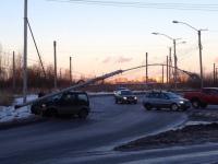 Фото: в Великом Новгороде автомобиль снёс фонарный столб