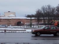 Фотофакт: в Великом Новгороде устанавливают новогоднюю ёлку