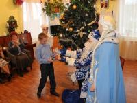 Новгородские и шимские дети получили подарки от «Деда Мороза ОНФ»