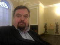 Одним из первых посетителей нового вип-зала на чудовском железнодорожном вокзале стал депутат Госдумы