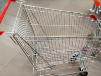 Полицейские в Валдае пресекли кражу тележек из магазина «Дикси»